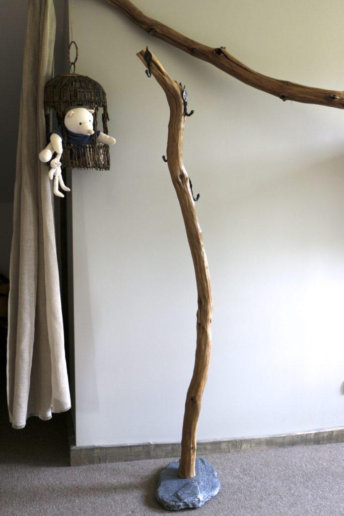 porte manteau en bois artisanal